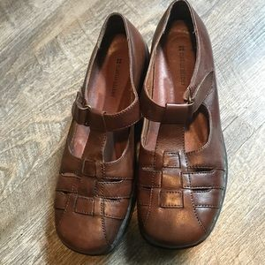 Brand new Naturalizer brown shoes.